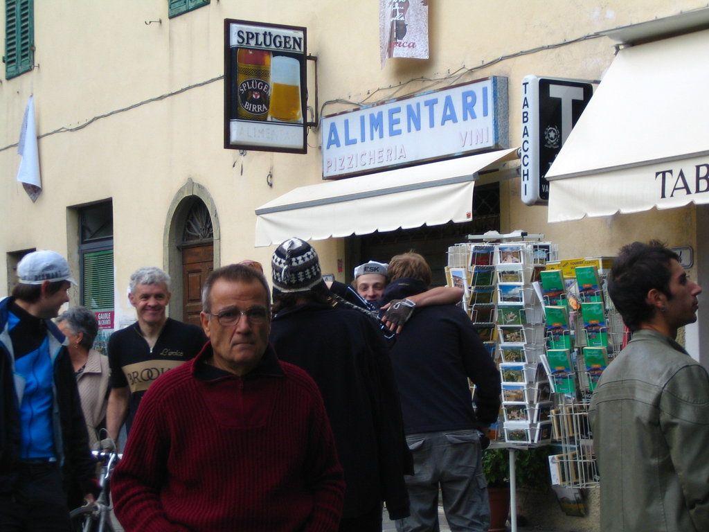 Stelze in Gaiole mit den Italienern
